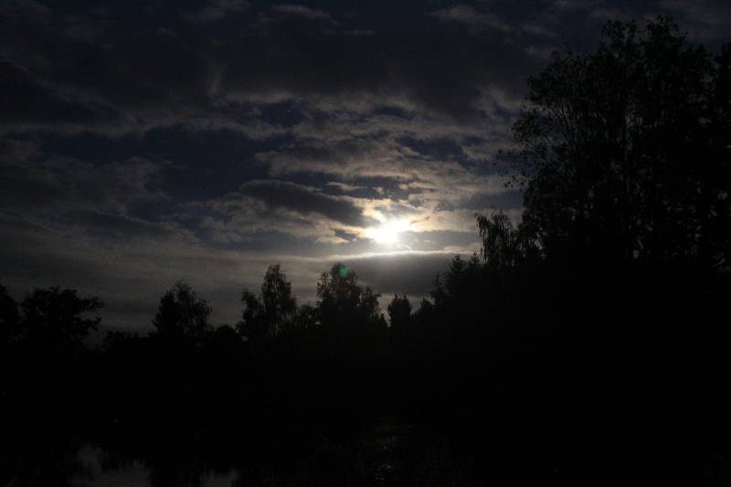 Moon rising over Woodpecker September 2011 - Fishing Lakes France